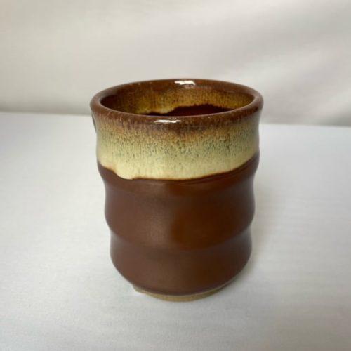tasses dégradé brun et blanc